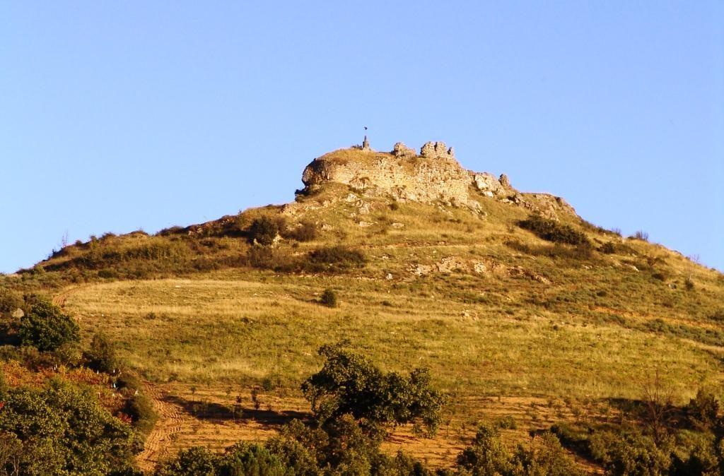 ruinas da fortaleza de outeiro