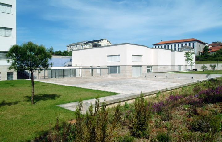 Museu de Arqueologia D. Diogo de Sousa_03_mdds-traseiras_52366215254d68455ce414