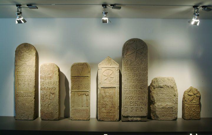 Museu de Arqueologia D. Diogo de Sousa_10_mdds-estelas_funerarias__epoca_romana._195229266554d69b8ec8a8d