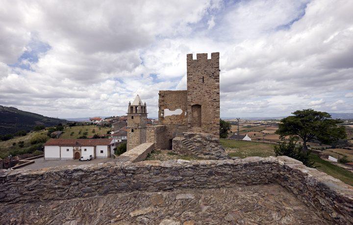 castelo_de_mogadouro_1_65023849854e1d37dd999e